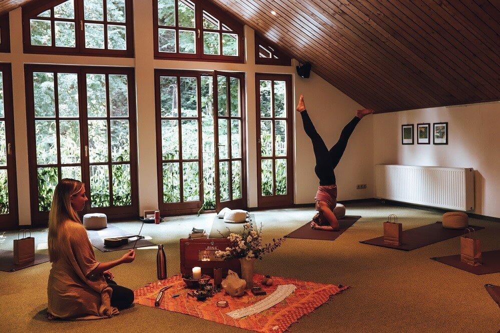 Yoga im Naturidyll Hotel Hammerschmiede (1)
