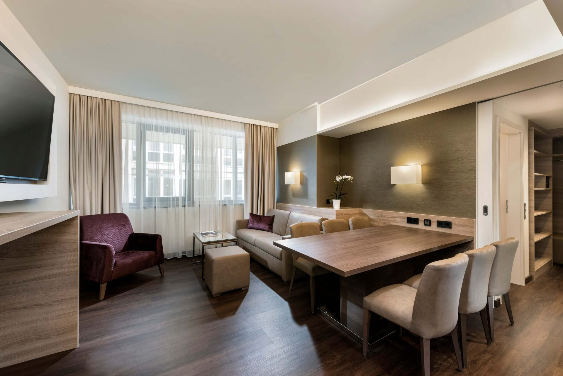 Business-Suite-living-room-Wyndham-Grand-Salzburg-Conference-Centre