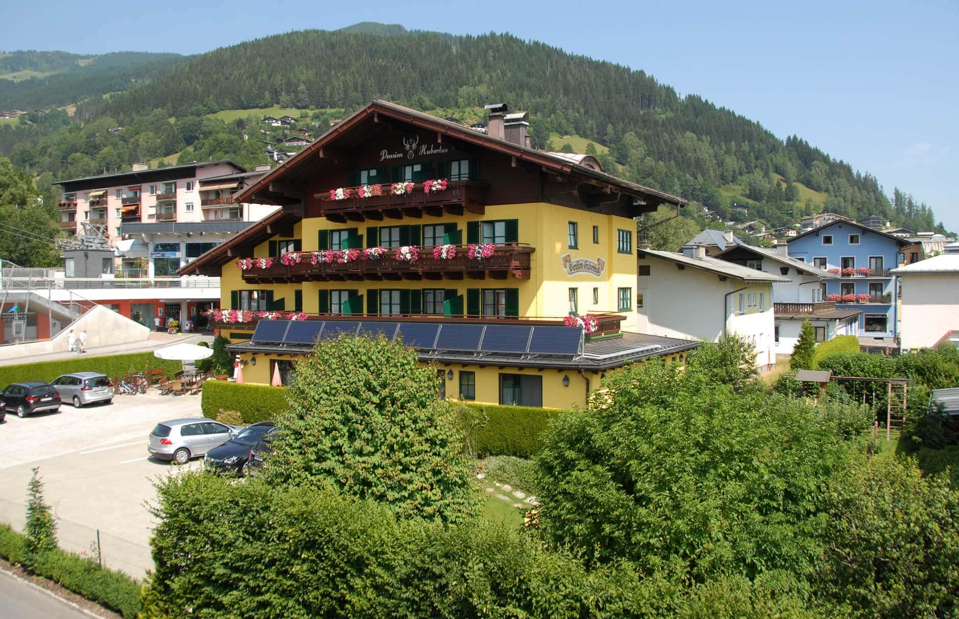 Hotel Pension Hubertushof im Sommer