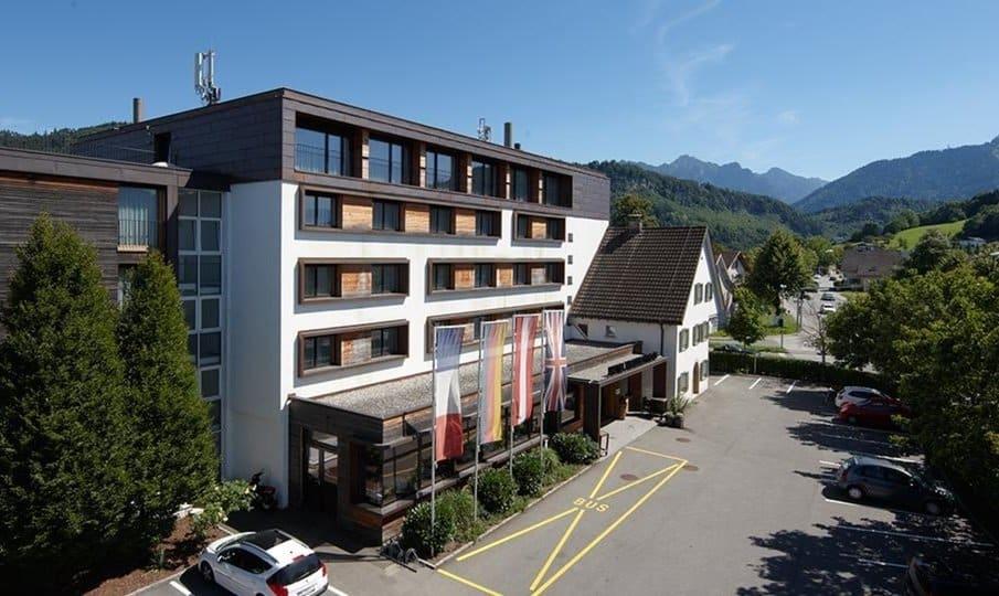 Hotel-Weisses-Kreuz-in-Feldkirch-Aussenansicht-Sommer