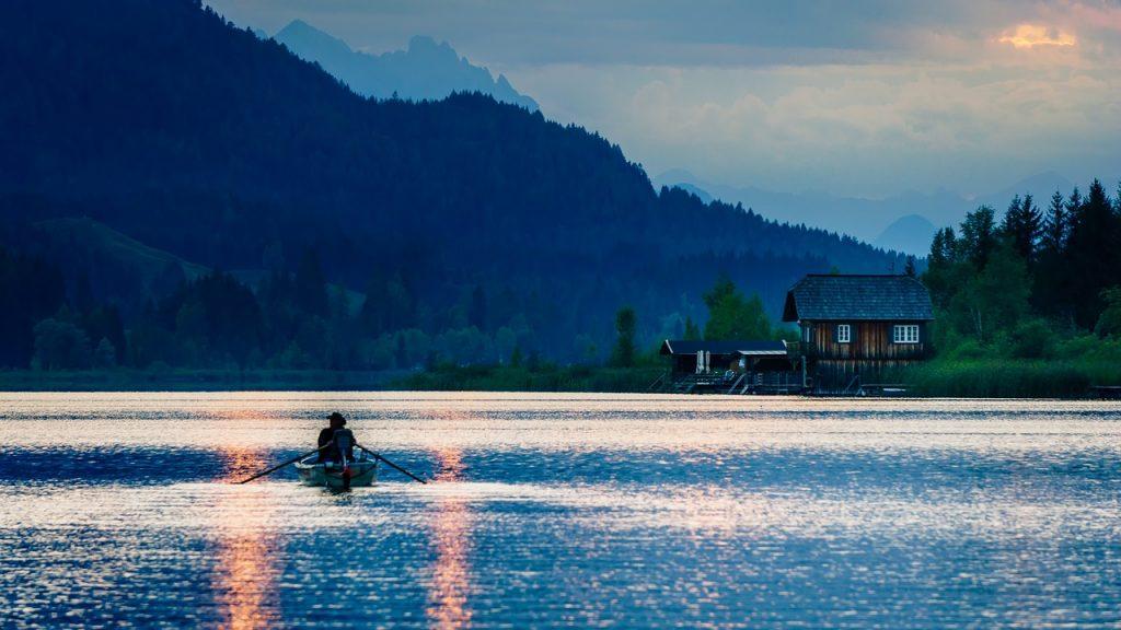 Mit dem Boot auf dem Weissensee