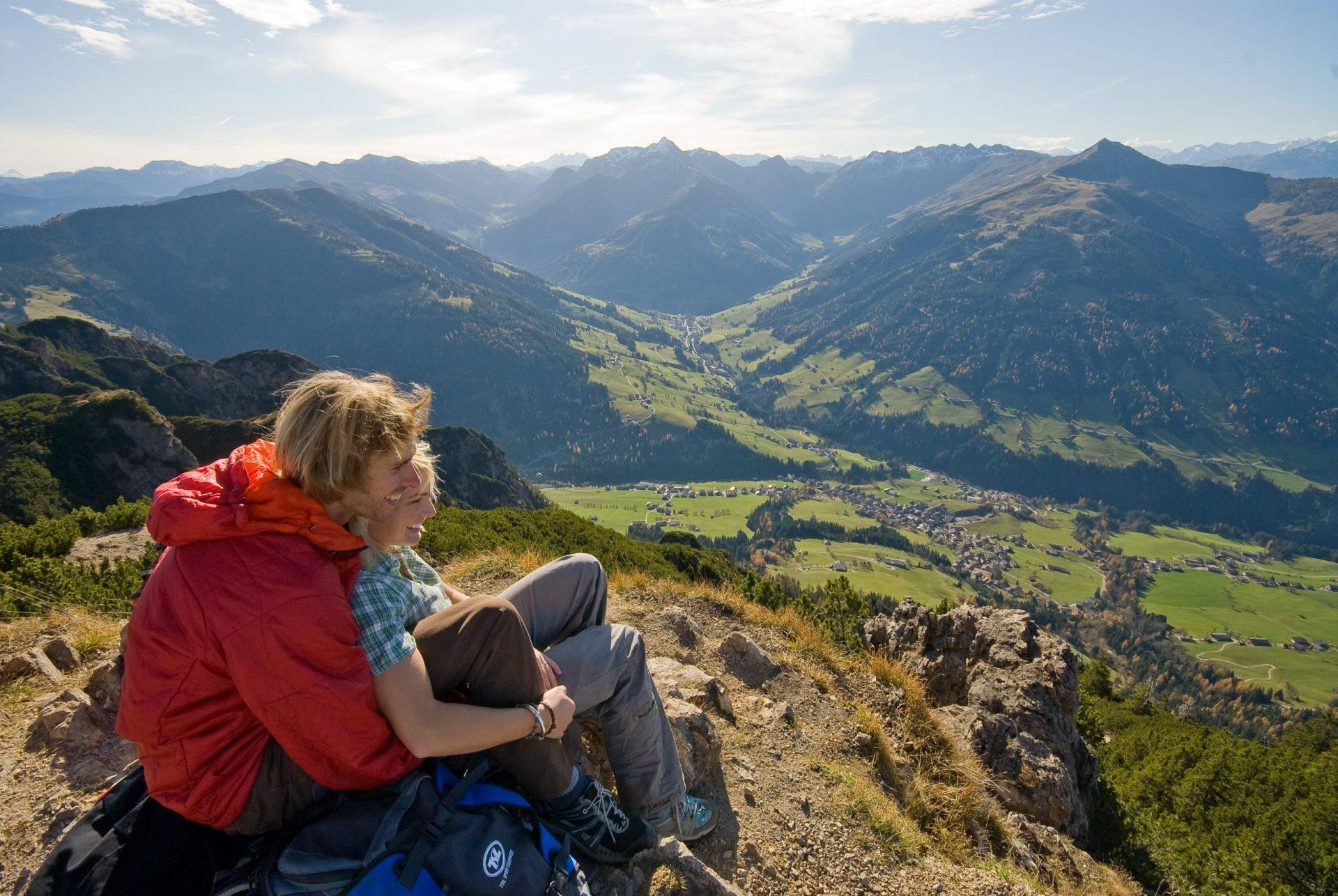 AlpSo3_Wanderpaar am Gratlspitz Alpbach1