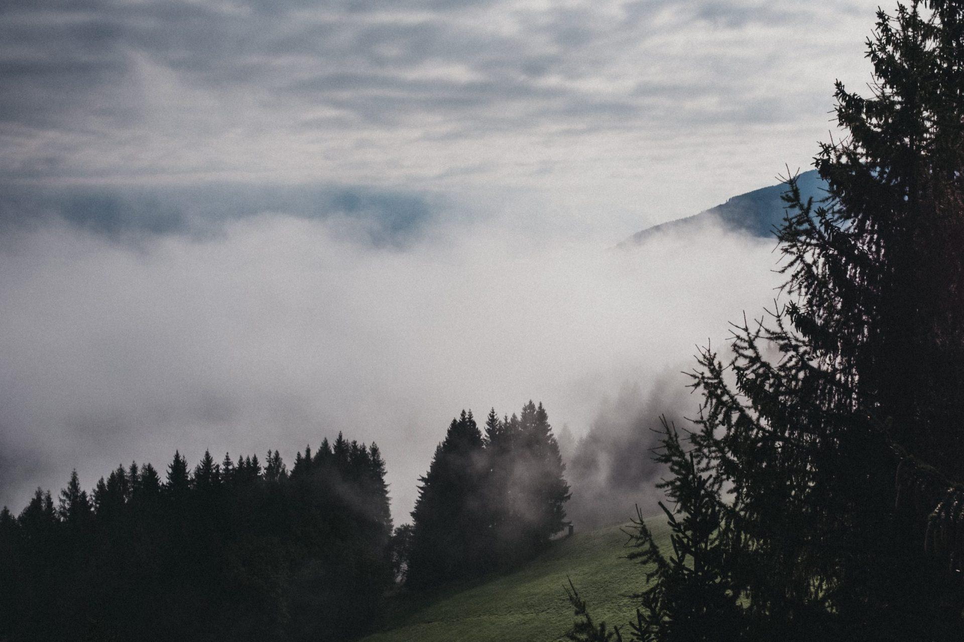 Berge_Nebel1_c_biohotel-rupertus-leogang_(DSF8720)_FotoHeldentheather-min