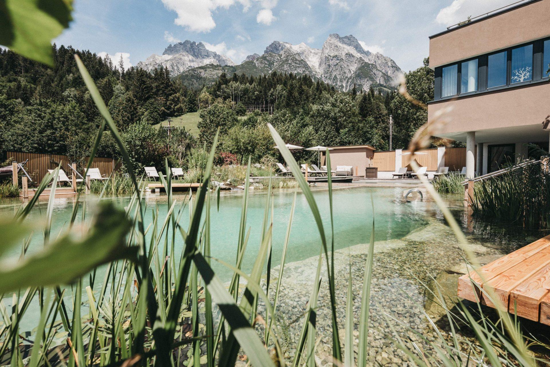 Biohotel Rupertus Aussenansicht_Schwimmteich_Juli 2020-1@heldentheater