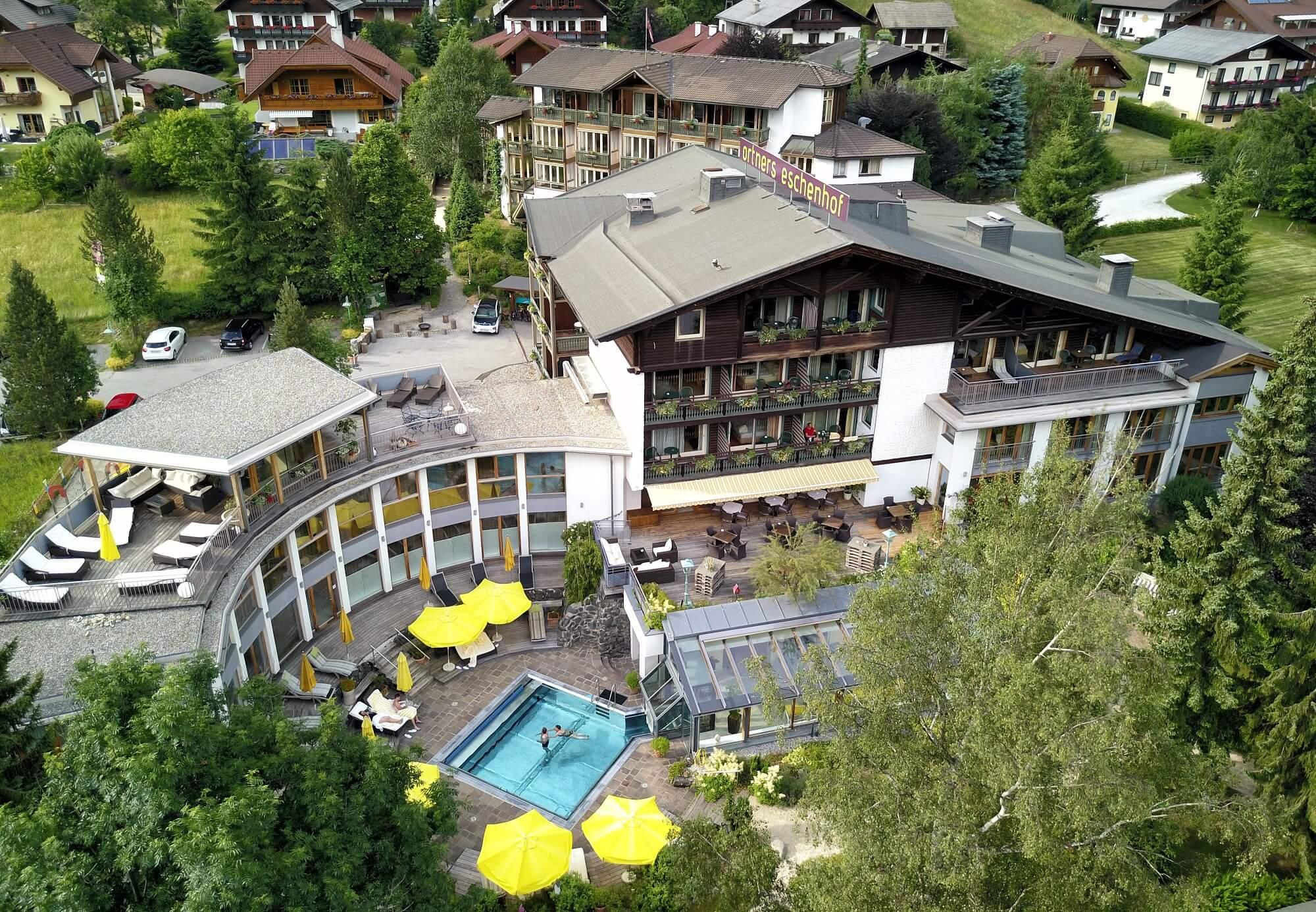 Ortners Eschenhof Aussenansicht mit Pool